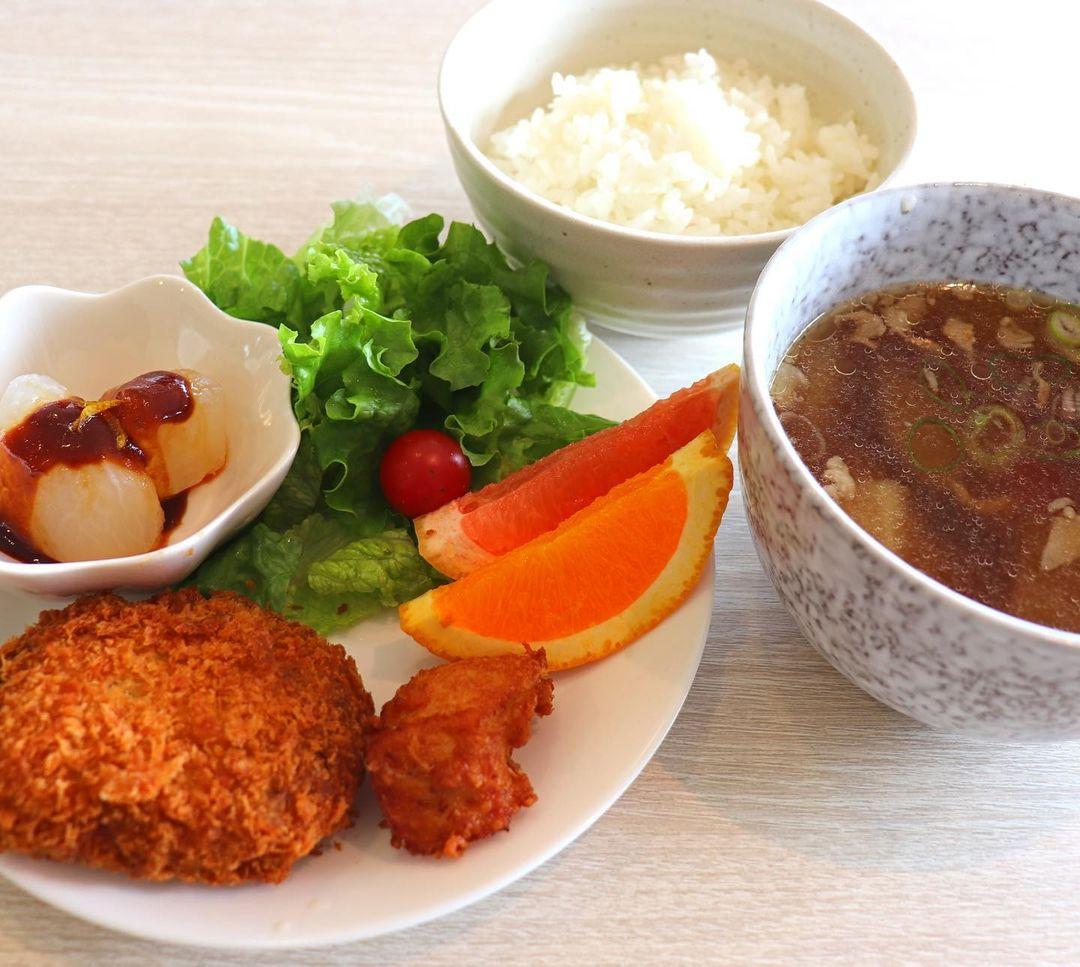 0105東谷山けんちん汁定食800円n